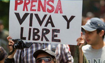Cercenan a mordiscos dedo a periodista boliviano