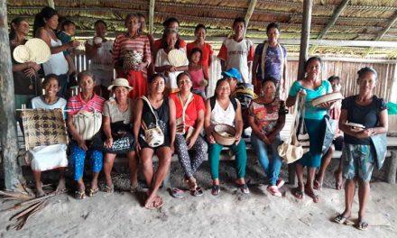 Mujeres Tikuna sostienen su comunidad vendiendo artesanías por Internet